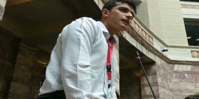 """Ο Γιαννιτσιώτης μαθητής Π. Σιγκούδης φώναξε στη Βουλή: """"Η Μακεδονία είναι ελληνική"""""""