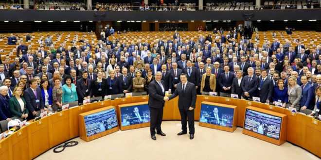 Αποτέλεσμα εικόνας για «Ο προϋπολογισμός της ΕΕ κινδυνεύει να αποδειχθεί αποτυχία για τους πολίτες και δώρο για τον λαϊκισμό» προειδοποιεί ο Πρόεδρος της Ευρωπαϊκής Επιτροπής των Περιφερειών Απόστολος Τζιτζικώστας